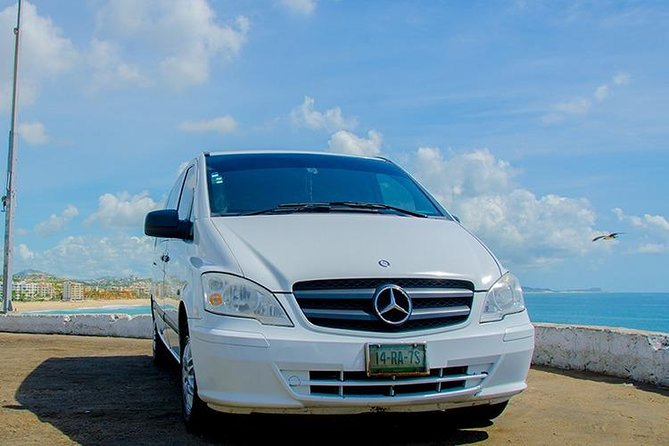 Roundtrip Private Transfer from Airport to Tourist Corridor and Puerto Los Cabos