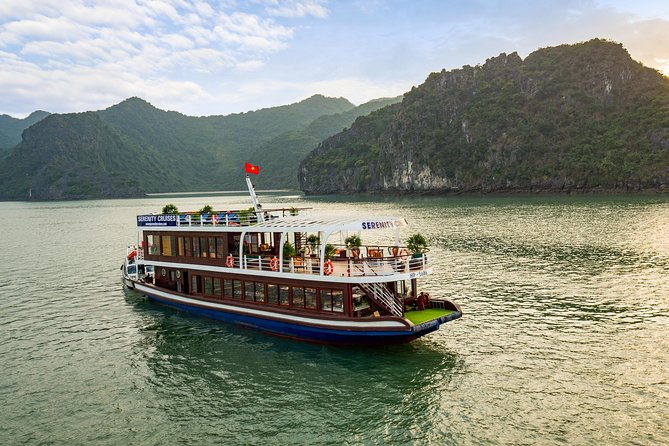 Full-Day Halong Bay and Lan Ha Bay Luxury Cruise from Hanoi