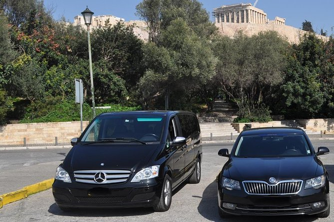 Half day luxury car with driver at disposal in Lisbon