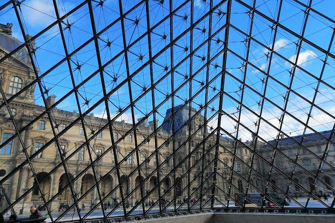 Louvre Off The Crowds Tour in Paris