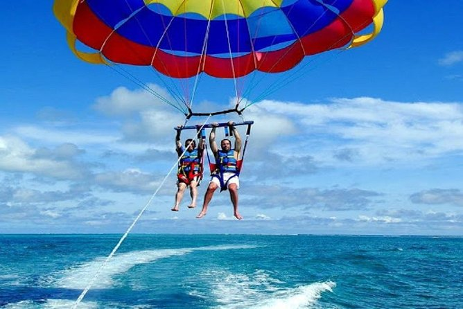 Hurghada: Parasailing Adventure with Hotel Pickup
