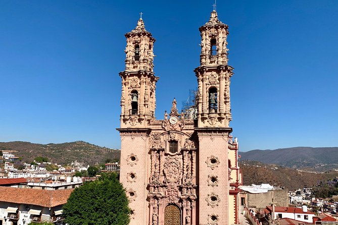 Private Full-Day Tour to Taxco and Cacahuamilpa Grottoes