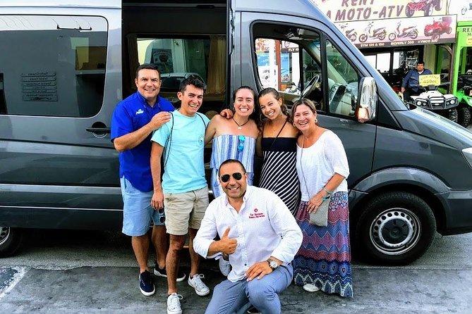 Small Group Tour: Half-Day Santorini Highlights & Wine Tasting