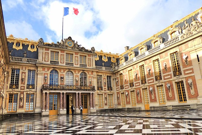 Versailles Guided Tour Including Priority Access & Hotel Transfer from Paris