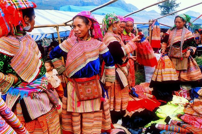 Sapa Tours :2Days/1Nights Bac Ha Market