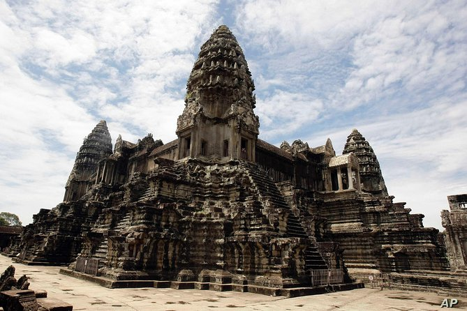 3 Day Tour: Sightseeing with ancient city Angkor wat