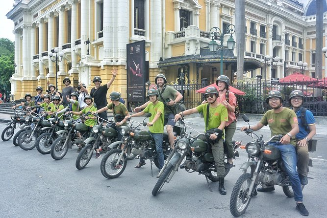 ビンテージミンスクバイクで楽しむハノイのグルメ、文化、観光:4.5 時間