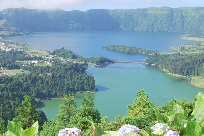 Full Day Outdoor Sete Cidades and Lagoa do Fogo Tour with Lunch