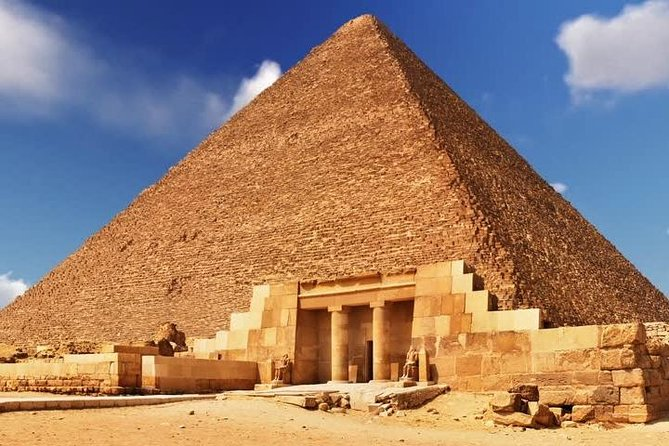 Private Day tour to Giza pyramids, Sphinx, Coptic Cairo and Bazaar + Lunch