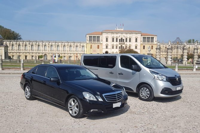 Kingston Norman Manley Airport (KIN) to Kingston - Round-Trip Private Transfer