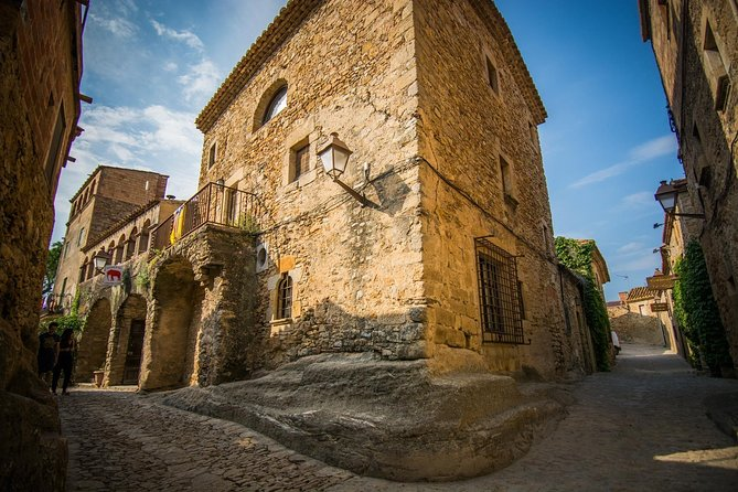 Wine and gastronomy along the Costa Brava medieval towns
