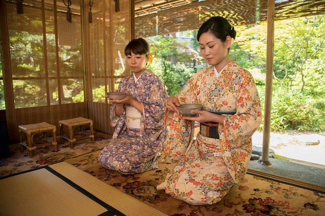 Let's enjoy the tea ceremony experience in kimono