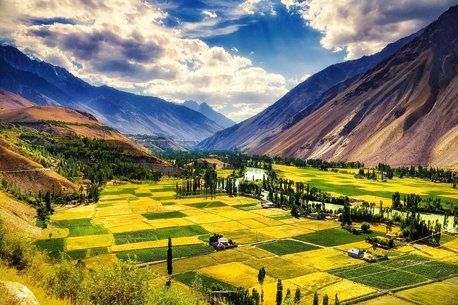 9 Days Tour to Hunza, Phandar and Shandur from April to October