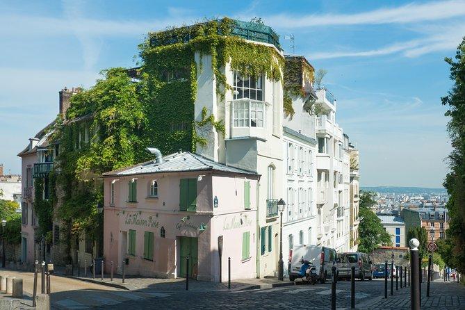Romantic walk & photoshoot in Montmartre