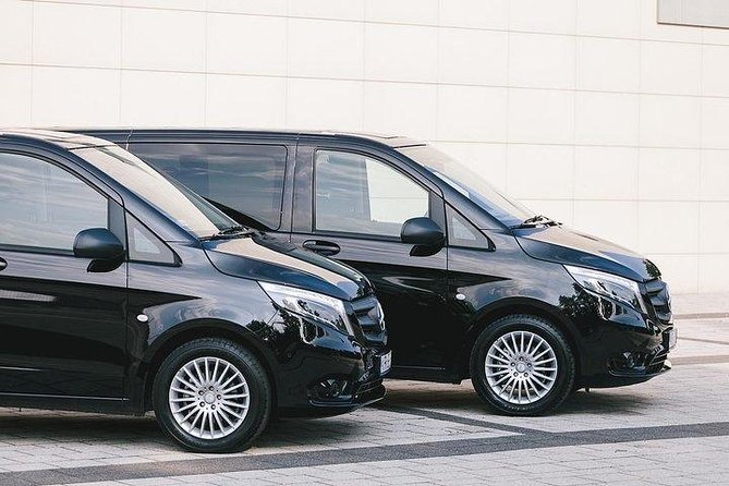 Private Round-Trip Transfer: Luton Airport to London Hotel and return