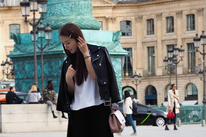 Unusual cultural walk and photoshoot in the historical heart of Paris
