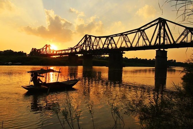 Hanoi city motorbike tour & water puppet show ticket