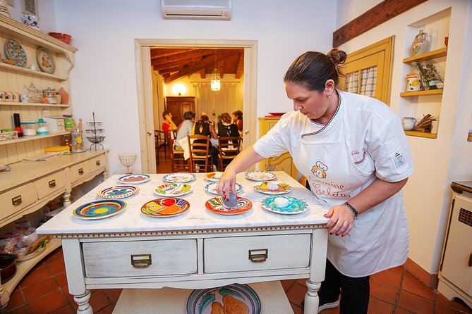 Lunch or dinner and cooking demo at a local home in Santa Teresa di Gallura
