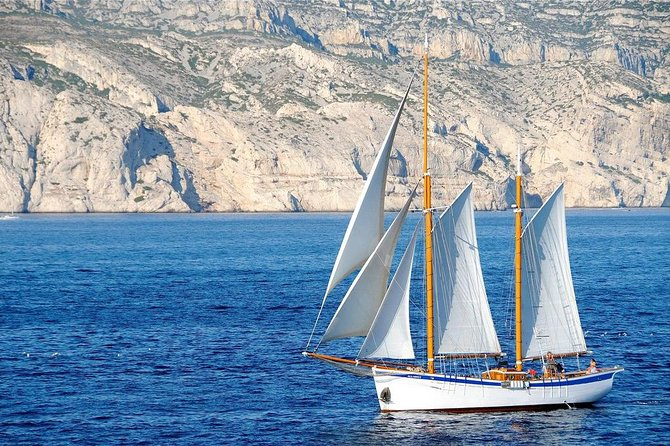 Sailing day in the heart of the Calanques
