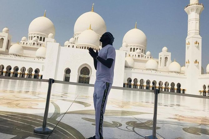 DEAL: Sheikh Zayed Grand Mosque and Dubai Red Dunes with BBQ Dinner