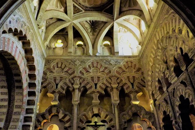 Guided tour: discover the 2 great monuments in Córdoba: Mezquita and Alcázar.