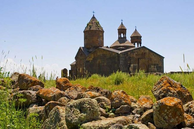 Full-Day Tour Yerevan, Dendropark, Hnevank and Saghmosavank