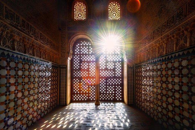 Alhambra Tour & ticket: Nasrid Palaces, Alcazaba & Generalife.