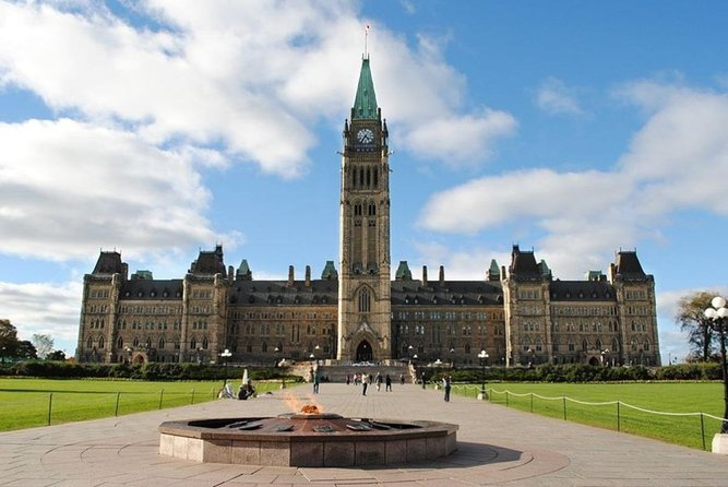 Montreal: Private 7 Hours Guided Tour to Ottawa