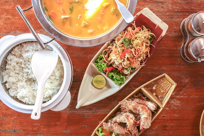 Phnom Penh's Culinary Underground: Local Food Tour by Tuk-tuk