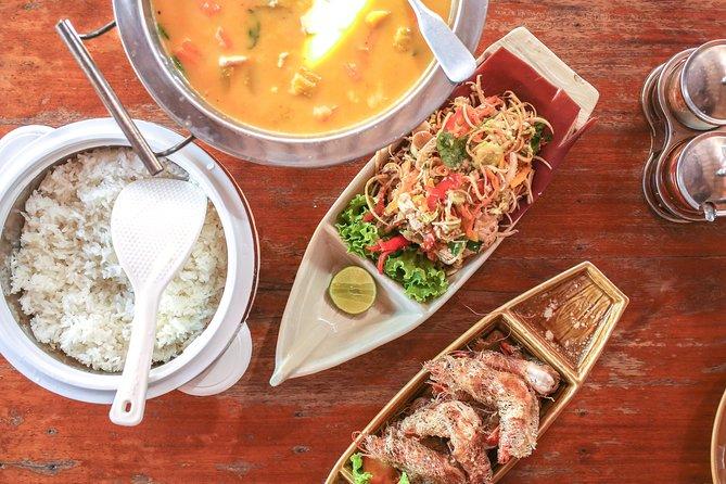 Phnom Penh's Culinary Underground: Local Food Tour by Tuk-tuk