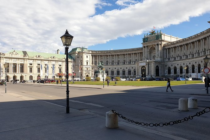 Vienna at your disposal - Private tour with Van, In English German and Italian