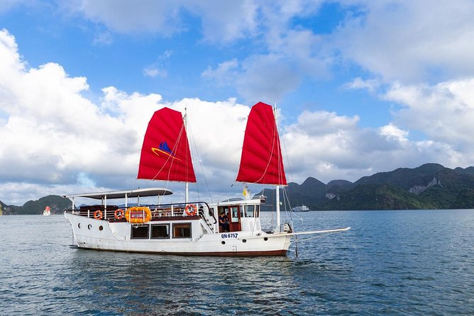 Amazing Sails - Explorer Private Day Tour in Ha Long Bay ( Group Max 7 Paxs)