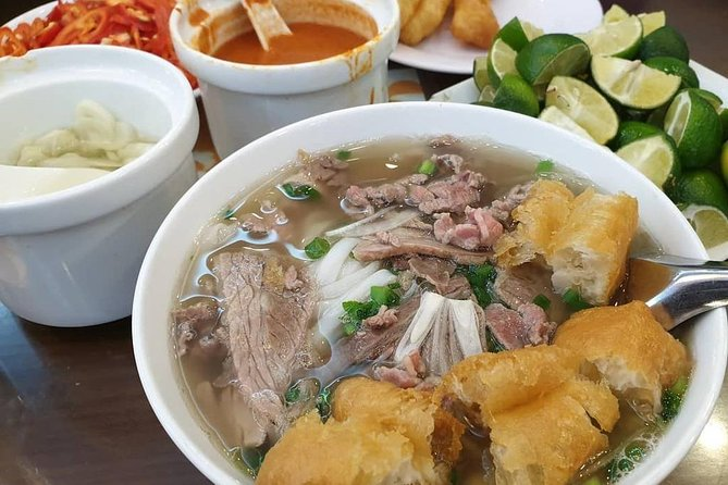 Tasting 8 Different Hanoi Street Foods at Noon Time