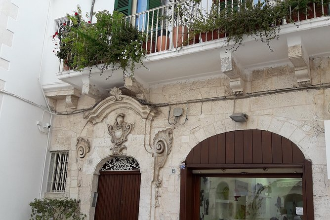 """Ostuni: visit of the """"white city"""" + light lunch"""