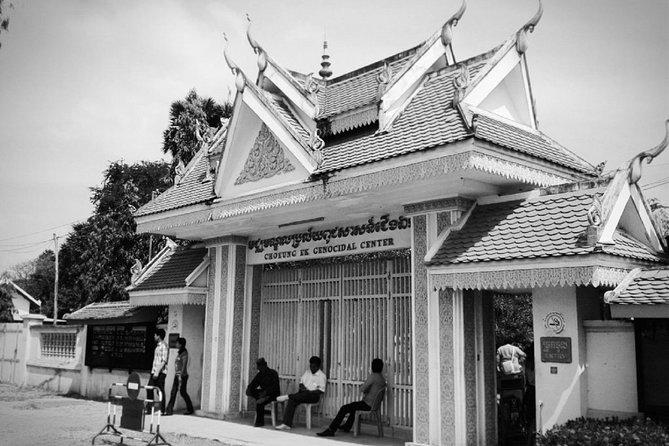Phnom Penh Hop On Hop Off - Killing Fields and Prison S21 Tour