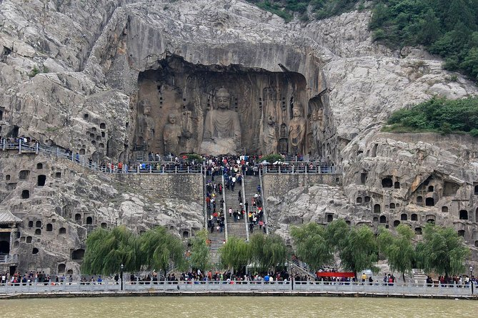 1-Day Private tour:Longmen Grottoes and Shaolin Temple from Luoyang City