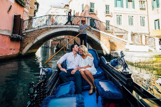Venice Romantic Gondola Ride and Dinner