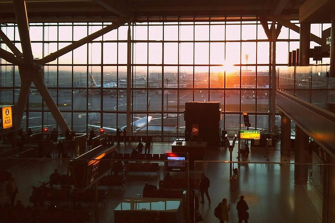 Private arrival or departure transfer from/to London Heathrow from/to London