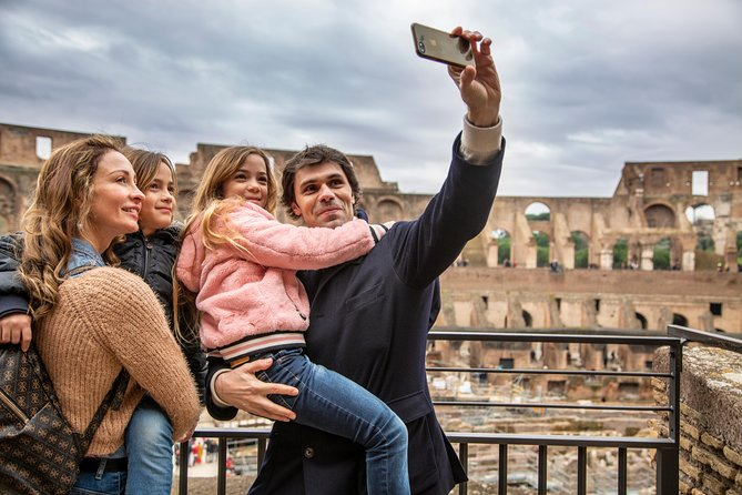 Skip-the-line Colosseum & Roman Forum Treasure Hunt for Kids with Family Guide