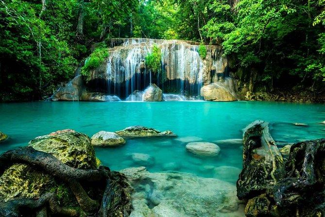 Privérondleiding om over River Kwai en Erawan-watervallen te overbruggen