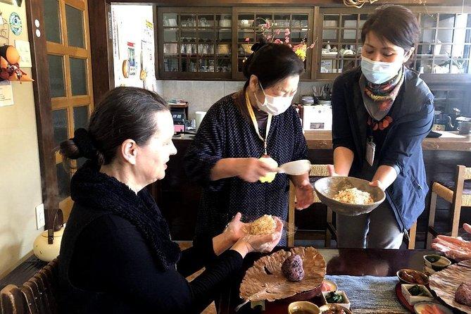 """How to Make Rice Ball """"Onigiri"""" 1H Class in Shirakawa-gō"""