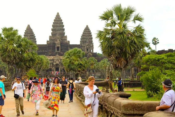 1 Day Angkor Wat With Small Circuit & Floating Village-Free Airport Pick Up