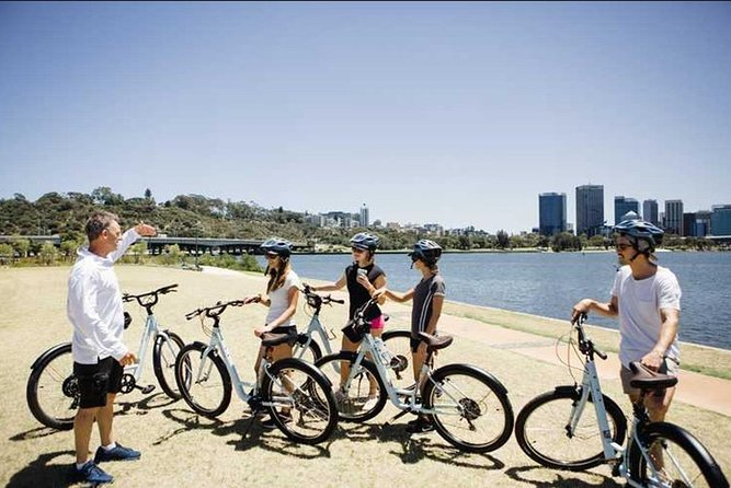 3 Hour Swan River Foreshore Sightseeing Bike Tour in Perth