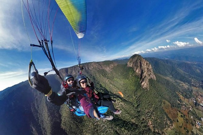 From Mexico City: Valle de Bravo & Paragliding Private Tour
