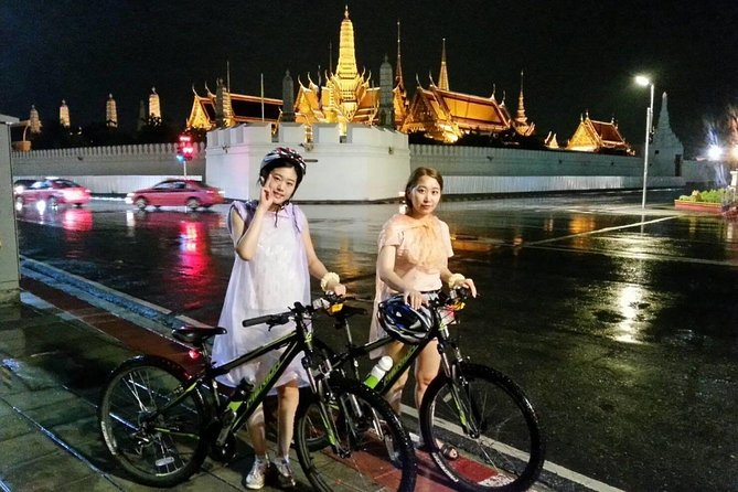 Popular Landmark Night Bike Tour in Bangkok