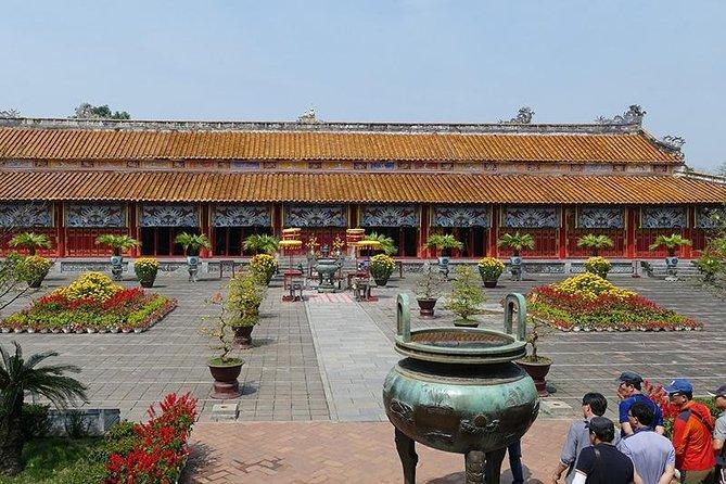 Hue Imperial City Daily Ingroup Tour via Hai Van Pass