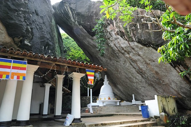Private Full-Day Tour to 3 Temples from Colombo or Negombo