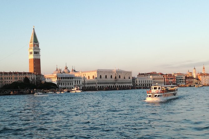 Tour Venice Islands-Burano, Murano and Torcello, Lunch on Board and Guide-min.50