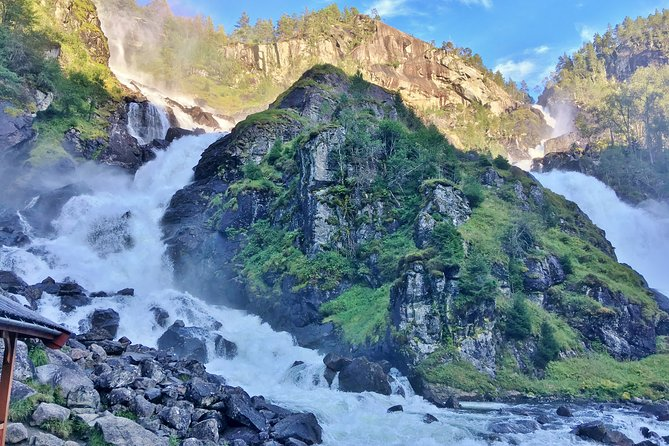SEVEN WATERFALLS TOUR: Private roundtrip to the Hardanger Fjord, 12 hours