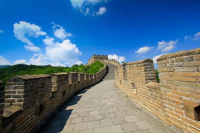 Beijing Private Layover Tour of Mutianyu Great Wall and Jingshan Park